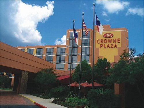 Crowne Plaza Hotel Austin is conveniently located to the State Capitol and Downtown Austin, providing guests with access to Austin area attractions. The newly renovated Crowne Plaza now features the Crowne Plaza Sleep Advantage to help you relax in one of there guest suites.