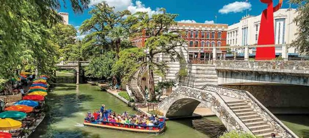 Cruising-the-Riverwalk-Bob-Howen-VisitSanAntonio
