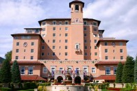 broadmoor-colorado-springs-historic-hotels