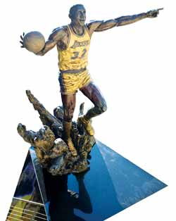 lakers-statue