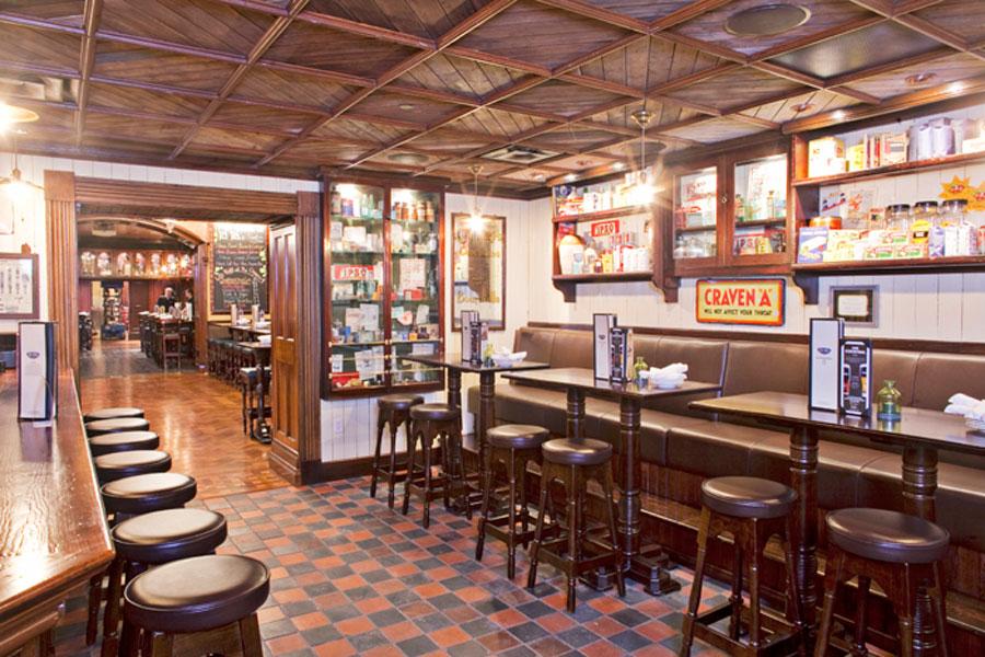 Classic-Restaurant-Interior-Design-of-Ri-Ra-Irish-Pub-Las-Vegas-Furnishings