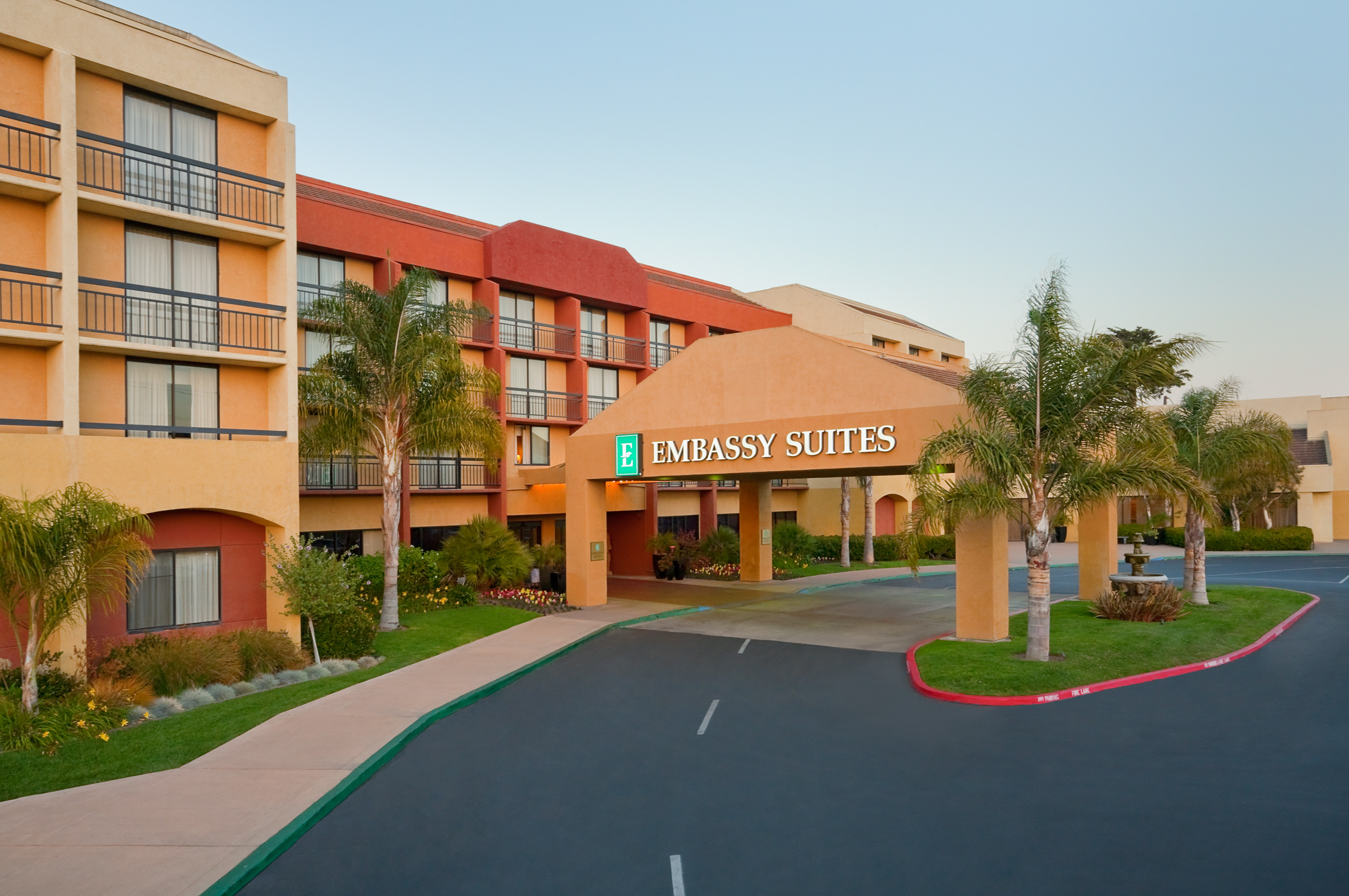 embassy suites hotel san luis obispo smart meetings. Black Bedroom Furniture Sets. Home Design Ideas