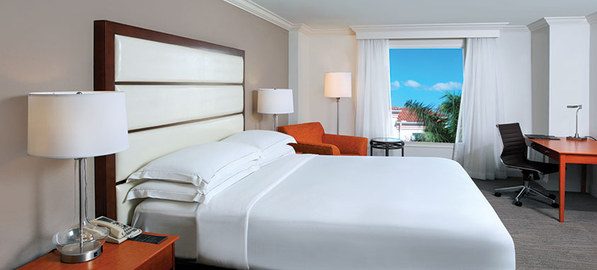 Hilton_Naples_King_Guest_Room